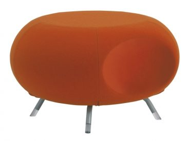 Pebble stool with scallop